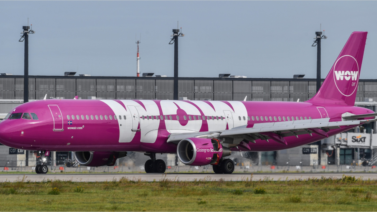 WOW Air ceases operations, stranding passengers