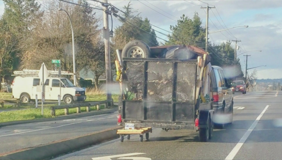 'Is there a problem officer?' B.C. cops stop massively overloaded car secured with garden hose   Social News 1