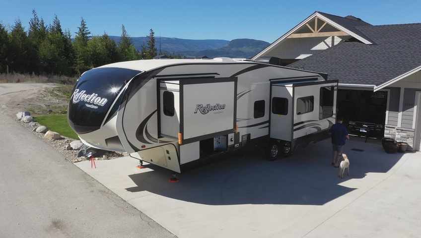 B C  couple warns about RV drivers licence requirements