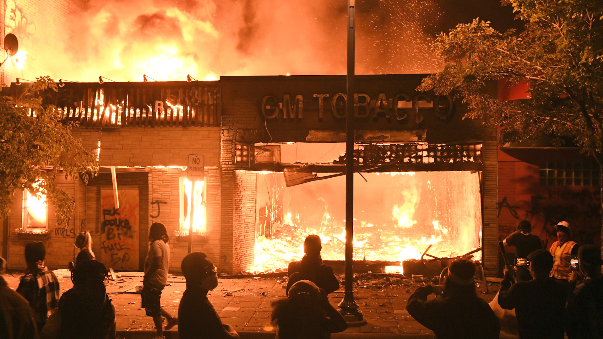 George Floyd protests: Minneapolis in flames as riots rage overnight |  Watch News Videos Online